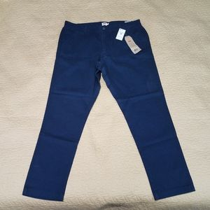 Women's Levi's essential chino Size 32